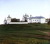 Боковой вид Ферапонтовского (Лужецкого) монастыря с севера. Фотография С.М. Прокудина-Горского. 1911 г.