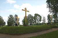 Три братские могилы у Спасо-Бородинского монастыря. Установка и освящение новых крестов. 2006 г.